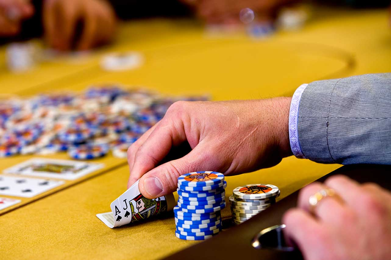OMAHA POKER: HIGHER POTS, HIGHER WINNINGS
